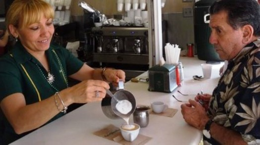 SUE - EL CONSUMO DE UNAS TRES TAZAS DE CAFÉ AL DÍA REDUCE LA MORTALIDAD