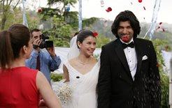 Engin Akyurek and Beren Saat Wedding Pics ~ Famous Peoples ...