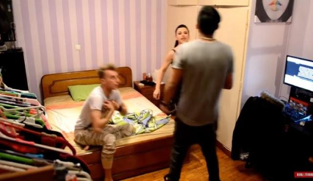 ΤΗΝ ΕΠΙΑΣΕ στο κρεβάτι με τον κολλητό του! Κρυφή κάμερα τους ΚΑΤΕΓΡΑΦΕ και ΗΡΘΑΝ τα πάνω κάτω! (βίντεο)