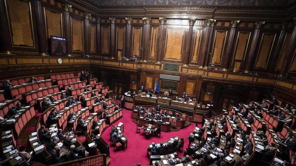 Collana exoterica cosmo fruttariano meno truffe al senato for Parlamento senato
