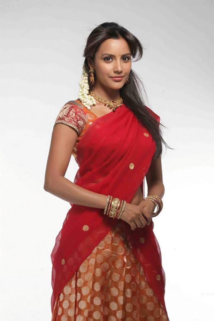 In Saree Tamanna In Himmatwala: Actress Priya Anand Half Saree Photos