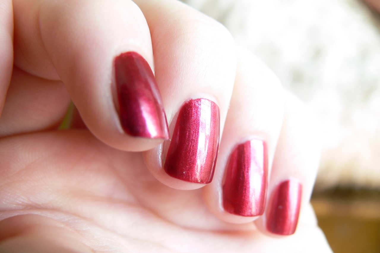 Avon Gel Finish Red Velvet bordo