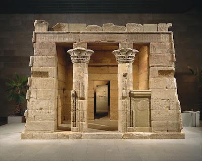 Ειδικός φωτισμός «χρωματίζει» τοιχογραφίες και ανάγλυφα του αιγυπτιακού Ναού της Ντεντούρ