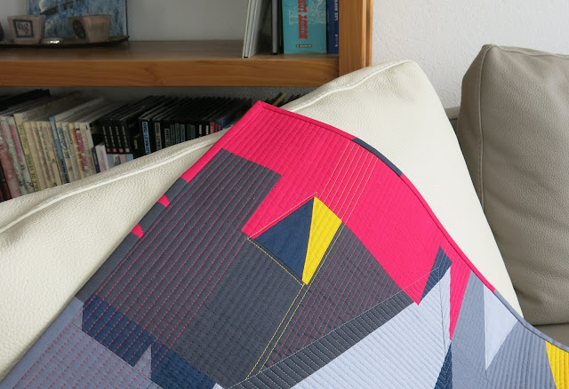 Luna Lovequilts - Improv triangles quilt - Different quilting thread colours