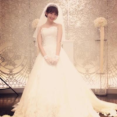 AKB48の小嶋陽菜、ブランド服ドレスと50名オタクファン婚礼をする