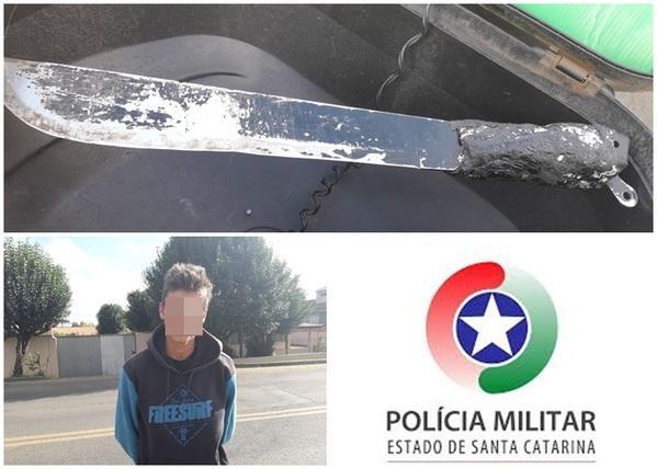 """Jovem é pego andando com um facão """"para se defender"""", em Porto União"""
