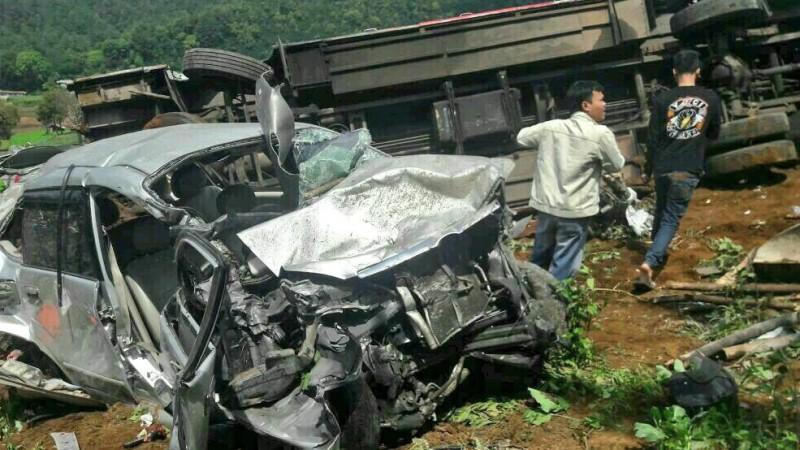 Kondisi Avanza yang hancur akibat kecelakaan di Ciloto