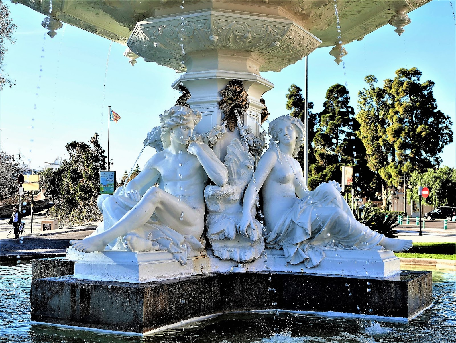 Fuente de las cuatro estaciones en el paseo de la alameda for Vivero 4 estaciones