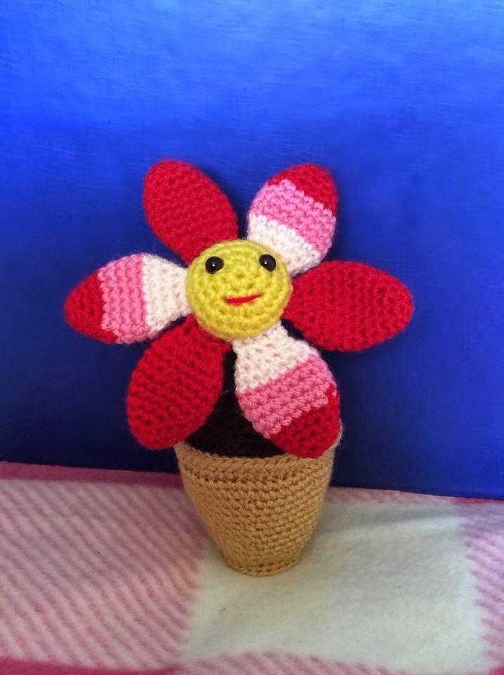 Amigurumi Flower Tutorial : Lonemer Creations: Smiling Flower in a Pot