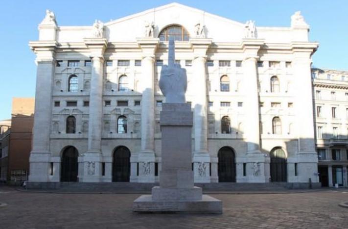 ebee0b843e MILANO - Piazza Affari apre in rialzo dopo la conferma del rating sovrano  italiano da parte di Standard and Poor's di venerdì sera.