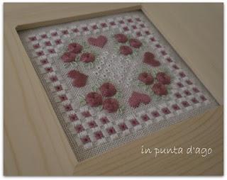 http://silviainpuntadago.blogspot.com/2011/09/da-questo-wip-di-manka-e-da-una-cornice.html