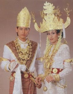 Pakaian Adat Tradisional Daerah Lampung