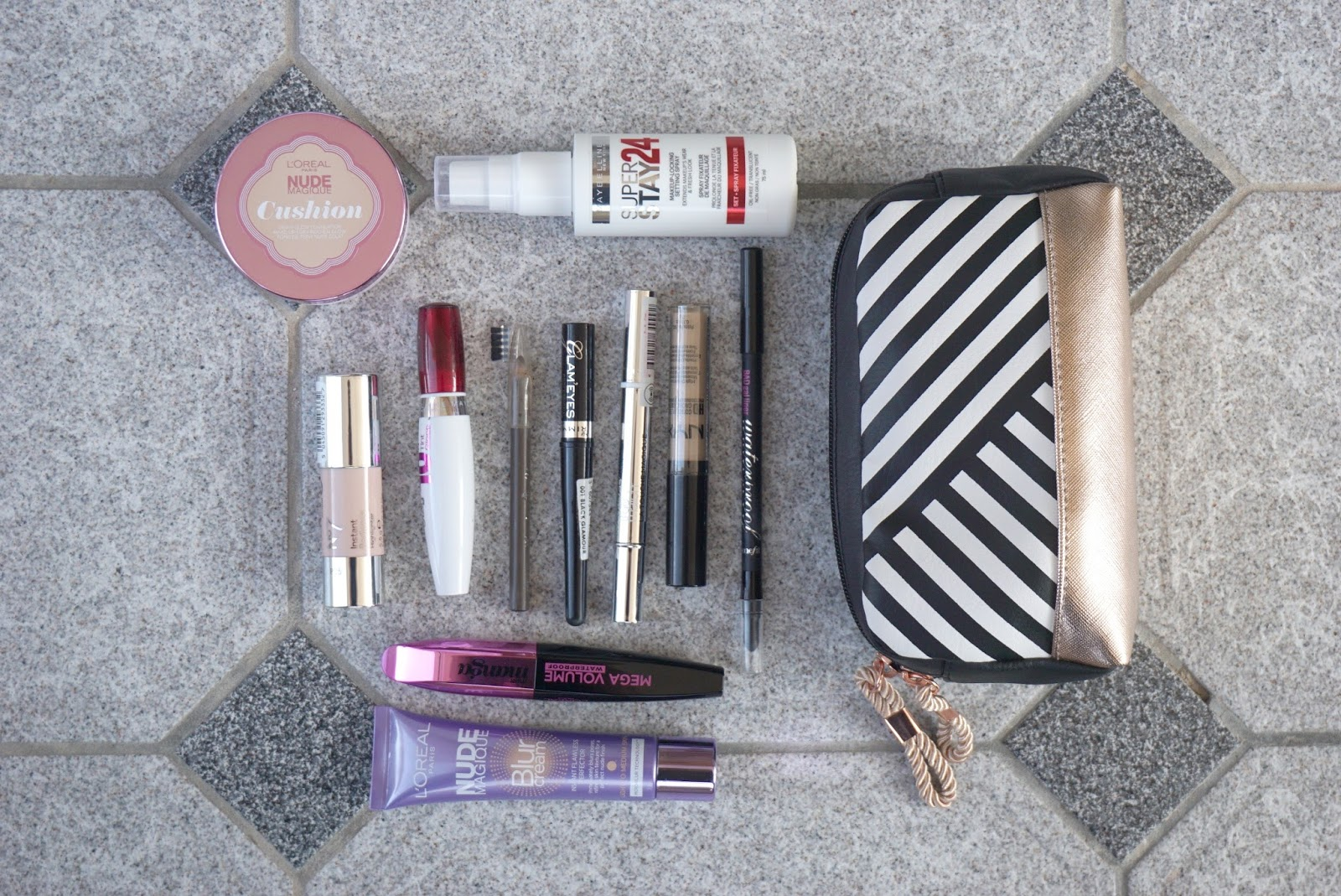 what's in my vacation make up bag