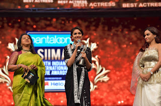 Keerthy Suresh Receiving Best Actress Award for Mahanati at SIIMA Awards 2019 7