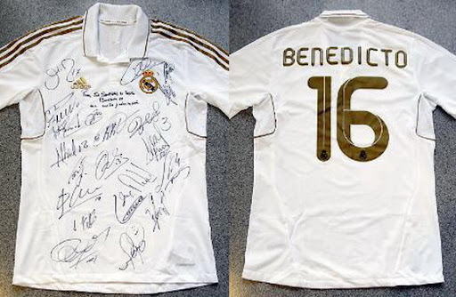Real Madrid's gift to Pope Benedict XVI