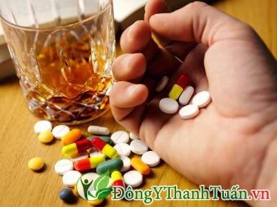 Uống nhiều thuốc Tây - Nguyên nhân gây đau dạ dày