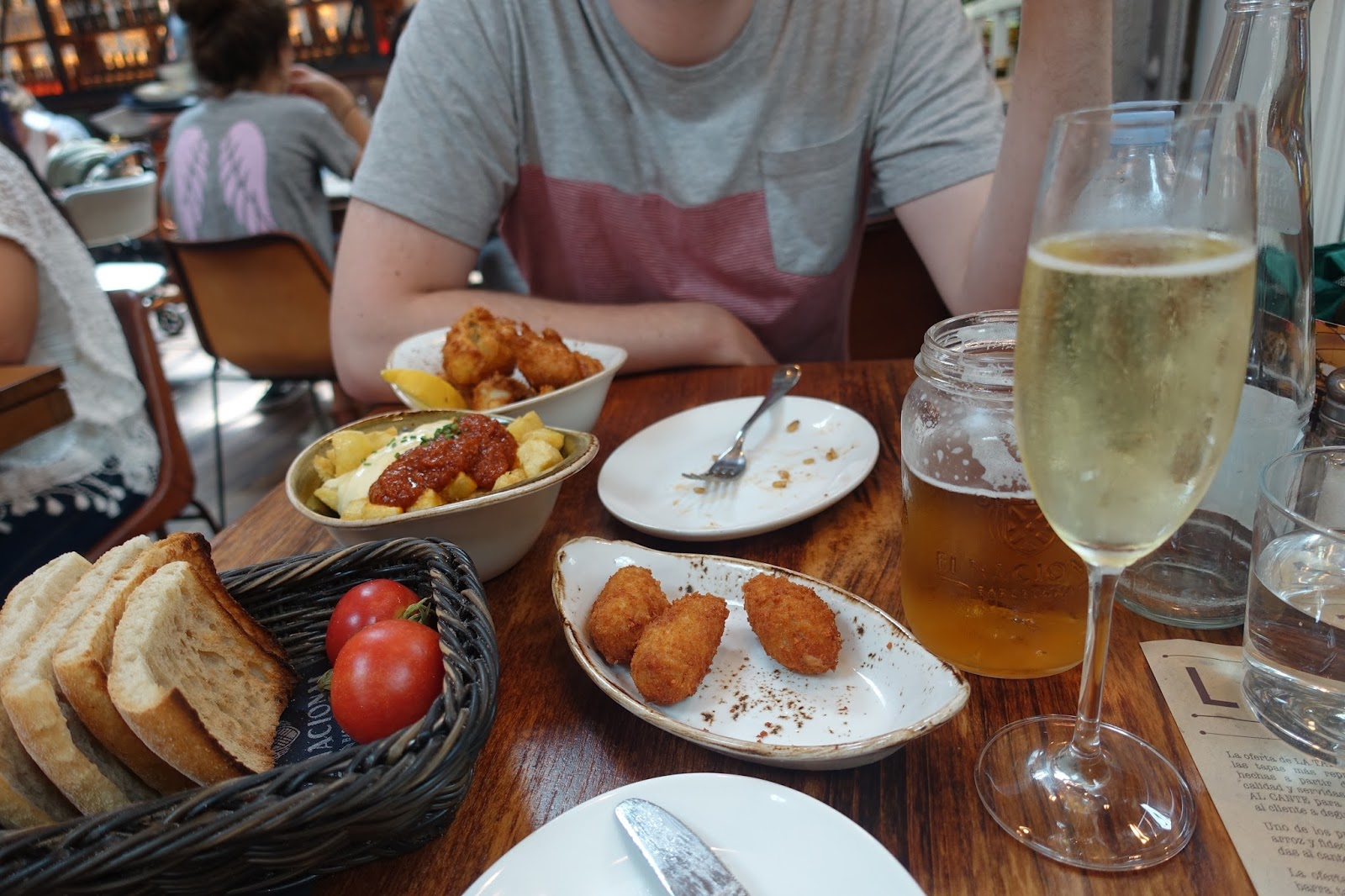 tapas and cava at la taperia in el nacional