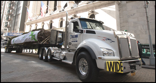 O'Sullivan's Tree Service Kenworth T880 Delivering the NYSE Christmas Tree