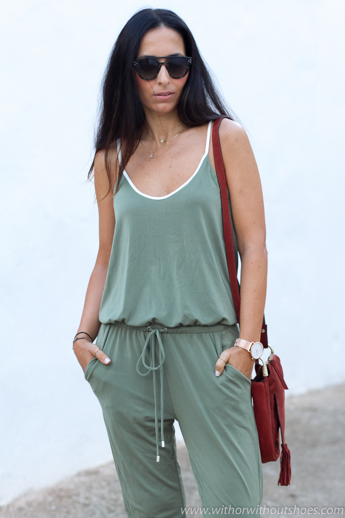 Look casual con mono verde y sandalias gladiadoras with for Zara nueva coleccion