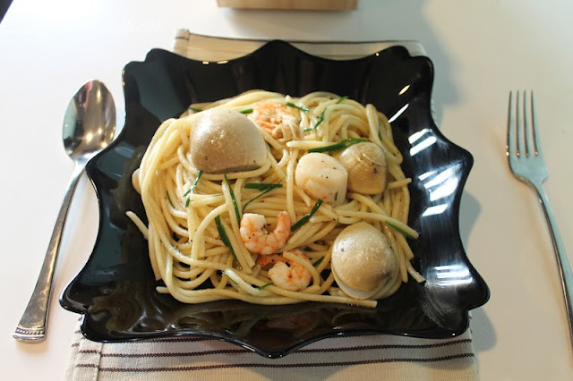 Spaghetti With Prawns, Clams and Scallops