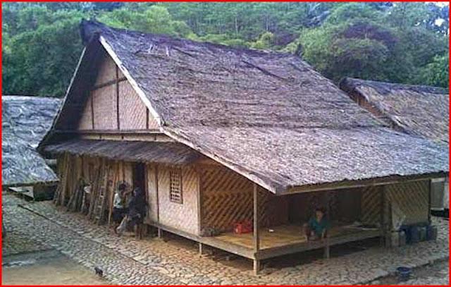 Gambar Rumah Adat Banten tampak dari samping depan