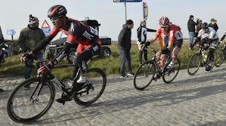 CICLISMO EN RUTA - Van Avermaet inaugura las clásicas subiendo al escalón más alto del podio en Omloop Het Nieuwsblad