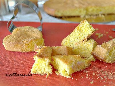 Pasta genovese o Pan di spagna si conserva perfettamente come i biscotti con una zolletta di zucchero