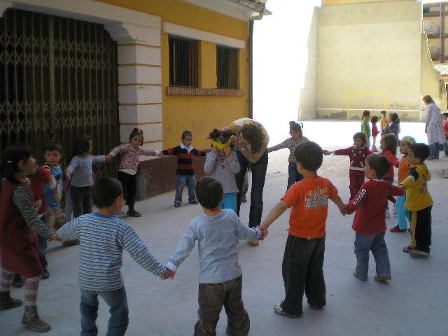 Juegos deportivos y juegos recreativos de los ni os y for Actividades recreativas en el salon de clases