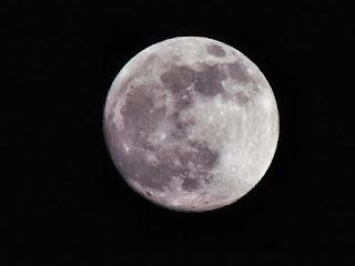 大きな丸い月