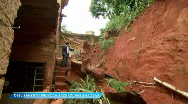 Deslizamento de terra deixa cinco famílias desabrigadas em Santa Luzia