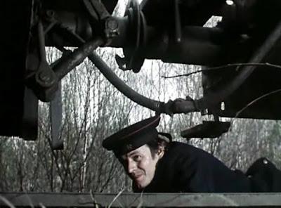 pod wagonem