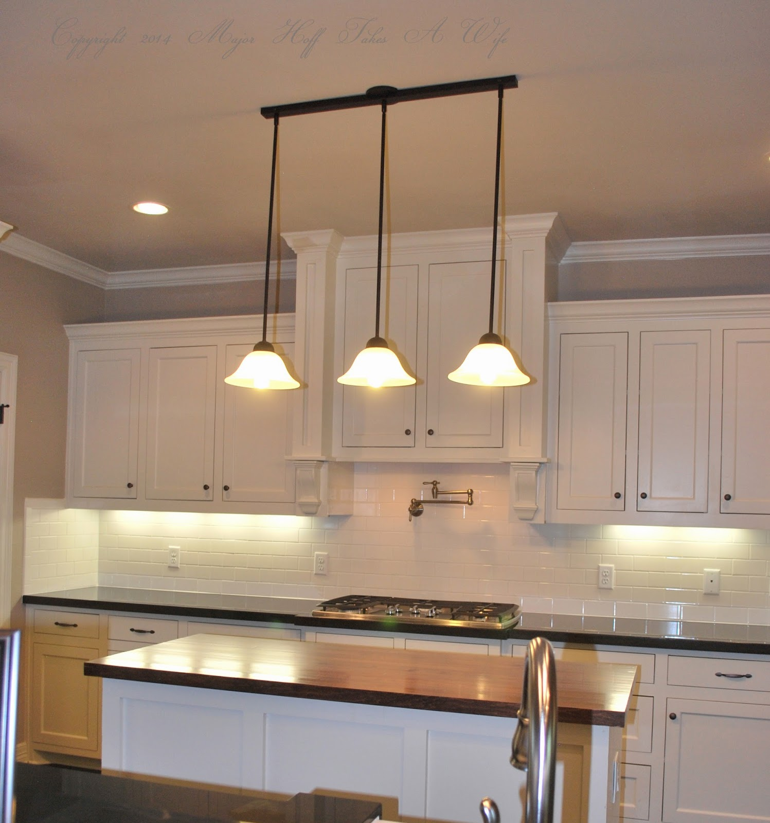 Kitchen pendant lighting over island over kitchen island for Over island light fixtures
