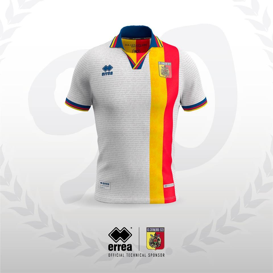 516010056 Presentata la maglia del 90° Anniversario di Catanzaro US di Erreà in  edizione speciale.