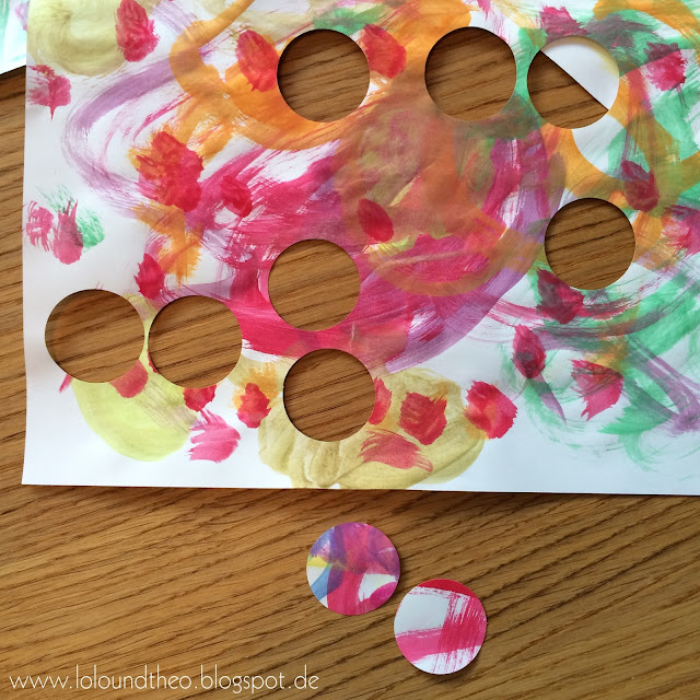 Kreisrunde Löcher in Wasserfarbenbild