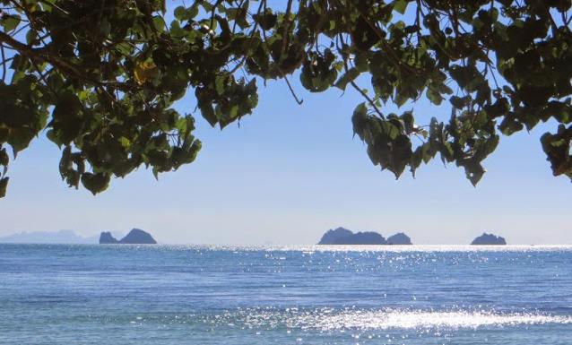 Море в солнечную погоду на Самуи