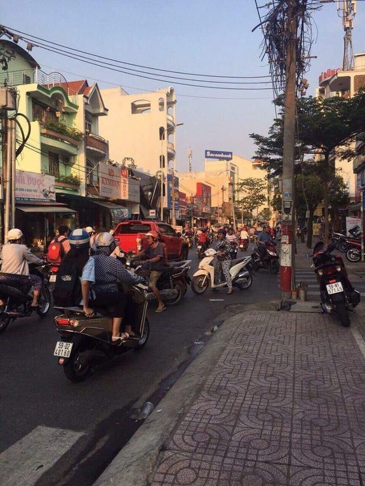Cho thuê nhà nguyên căn Mặt tiền đường Tân Quý quận Tân Phú. DT 6x17m