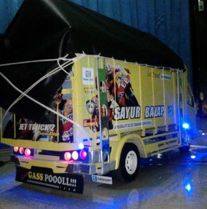 miniatur truk lengkap dengan sound system