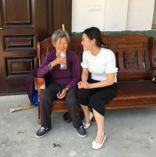 Wanita ini Susah Payah Besarkan Anak Angkat Selama 25 Tahun, Tak Disangka ini Balasannya yang Bikin Terharu