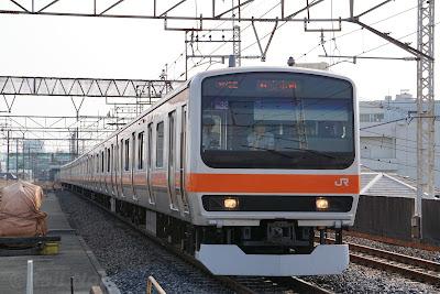 西浦和駅に到着するE231系