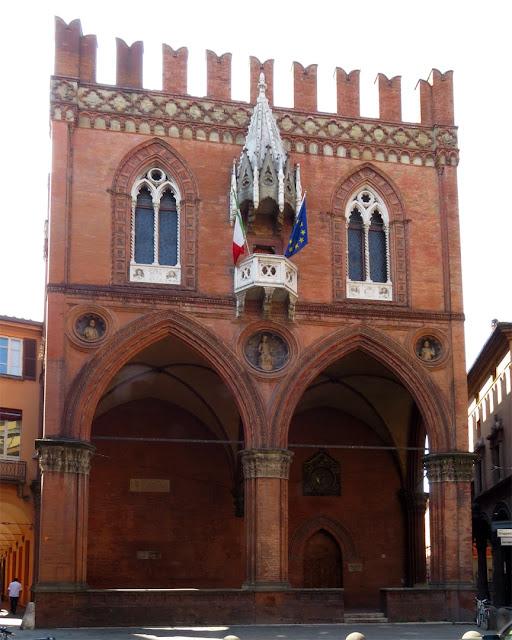 Palazzo della Mercanzia, Piazza della Mercanzia, Bologna