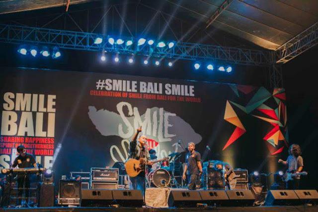 Aksi_Panggung_Antrabez_Smile_Bali_Smile_2018