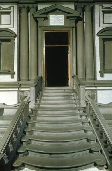la escalera de la biblioteca laurenciana diseada y realizada por miguel ngel es lo mas destacado de la biblioteca