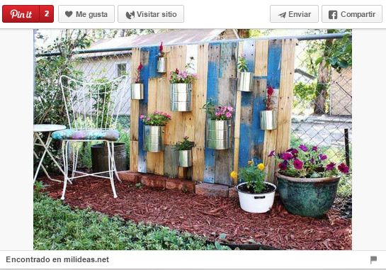 18 ideas para decorar espacios exteriores con palets for Ideas para decorar paredes de jardin