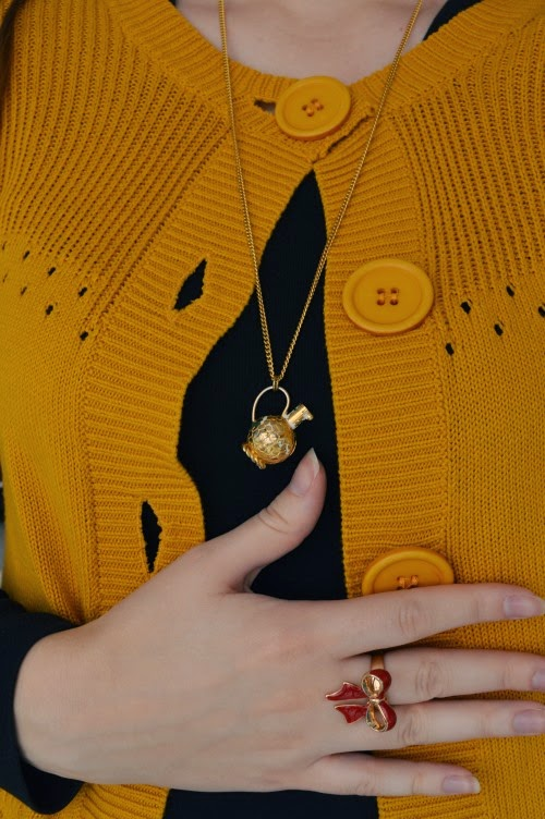 colourblocking, yellow, black, lazy day, accessory, bow, ring, jar, pendant, necklace