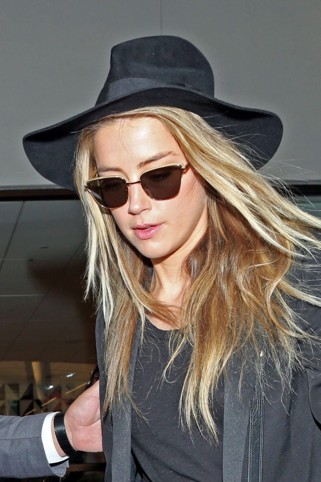 Amazing HQ Photos of Amber Heard at Lax Airport in Los Angeles 2016