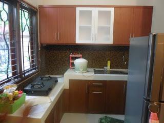 Furniture Interior Semarang - Kitchen Set Atas Kuat Menggantung di Dinding