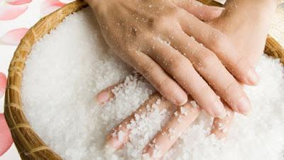 how-to-treat-over-dry-hands وصفات رائعة لعلاج جفاف اليدين الشديد