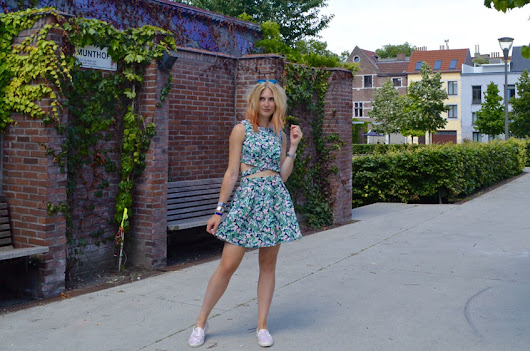 Polished Cats: Outfit - Floral Two Piece