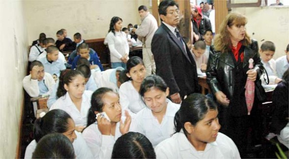 Tras la resistencia el bol var asume su condici n de for Colegio bolivar y freud