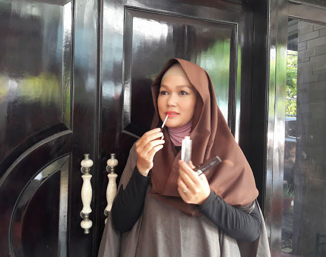 Sempurnakan Make-Up  Dengan Lip Gloss Dissy By Ussy Sulistyawati